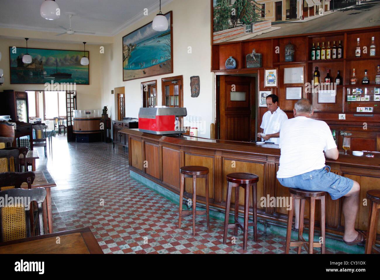 Interior la terraza bar cojimar cuba frequented by ernest for Terraza bar