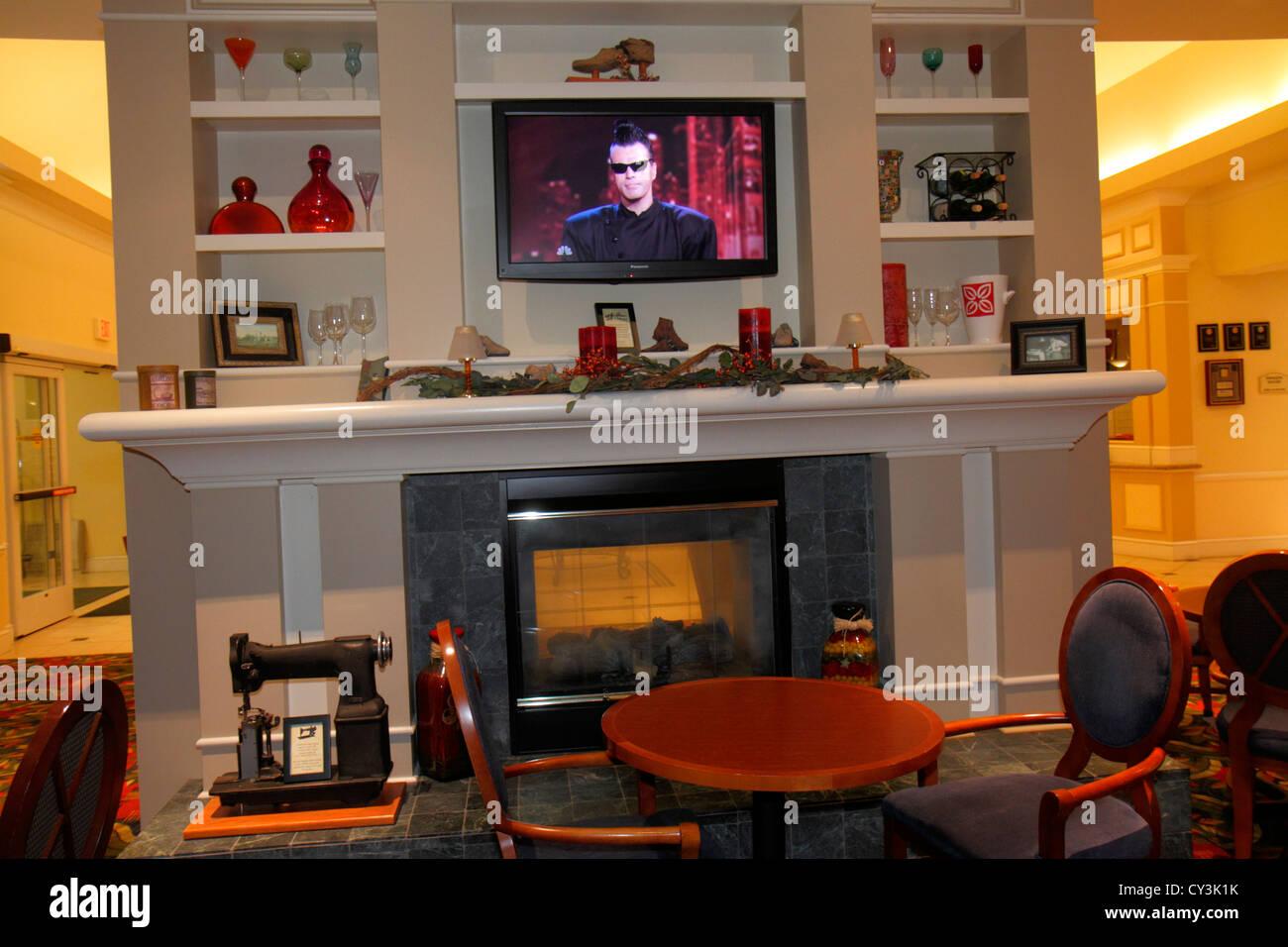maine freeport hilton garden inn motel hotel lobby fireplace decor