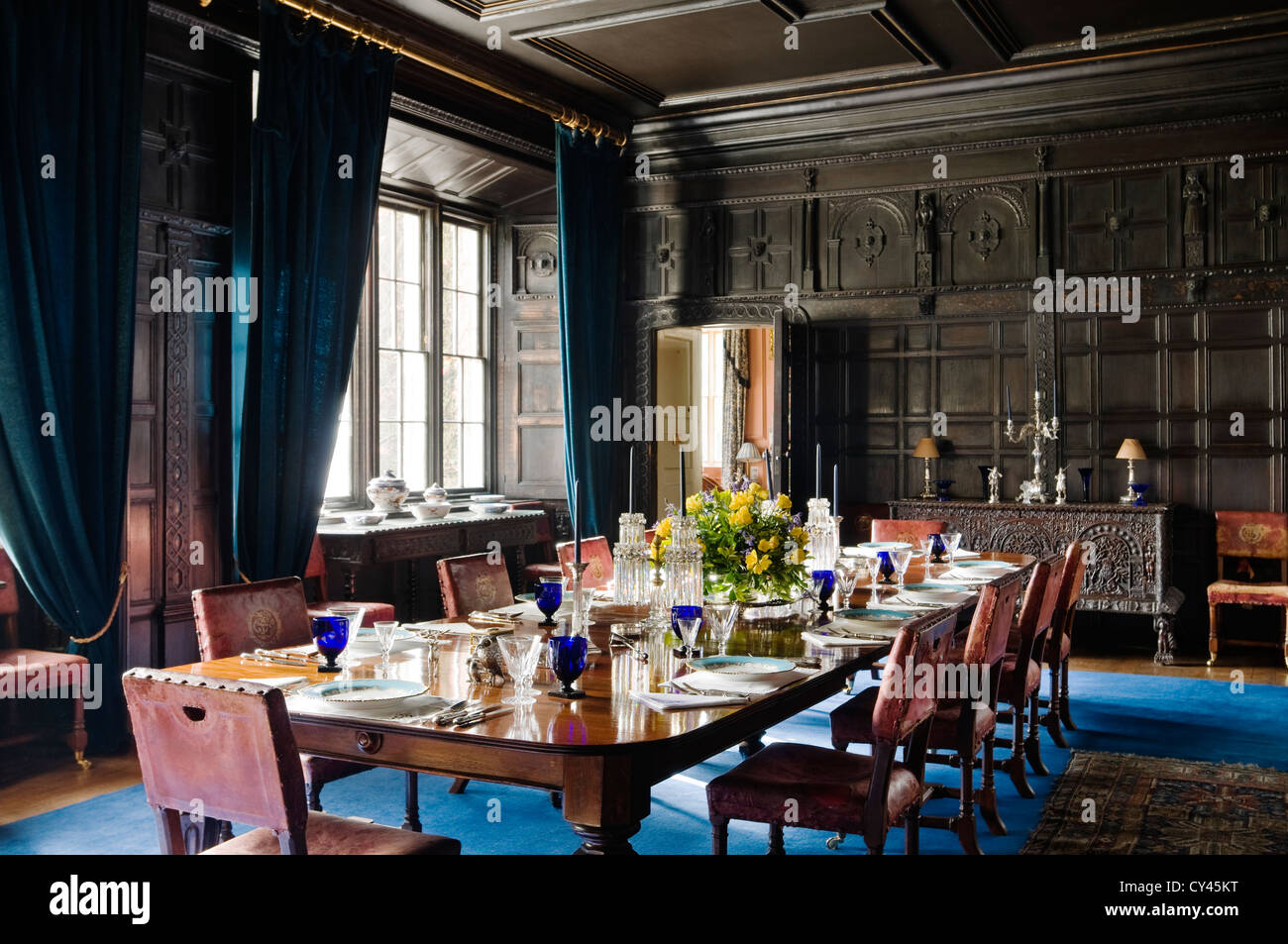Royal wood tongue and groove panels - Dining Room With Original Elizabethan Wood Wall Panelling And Royal Blue Carpet Stock Image