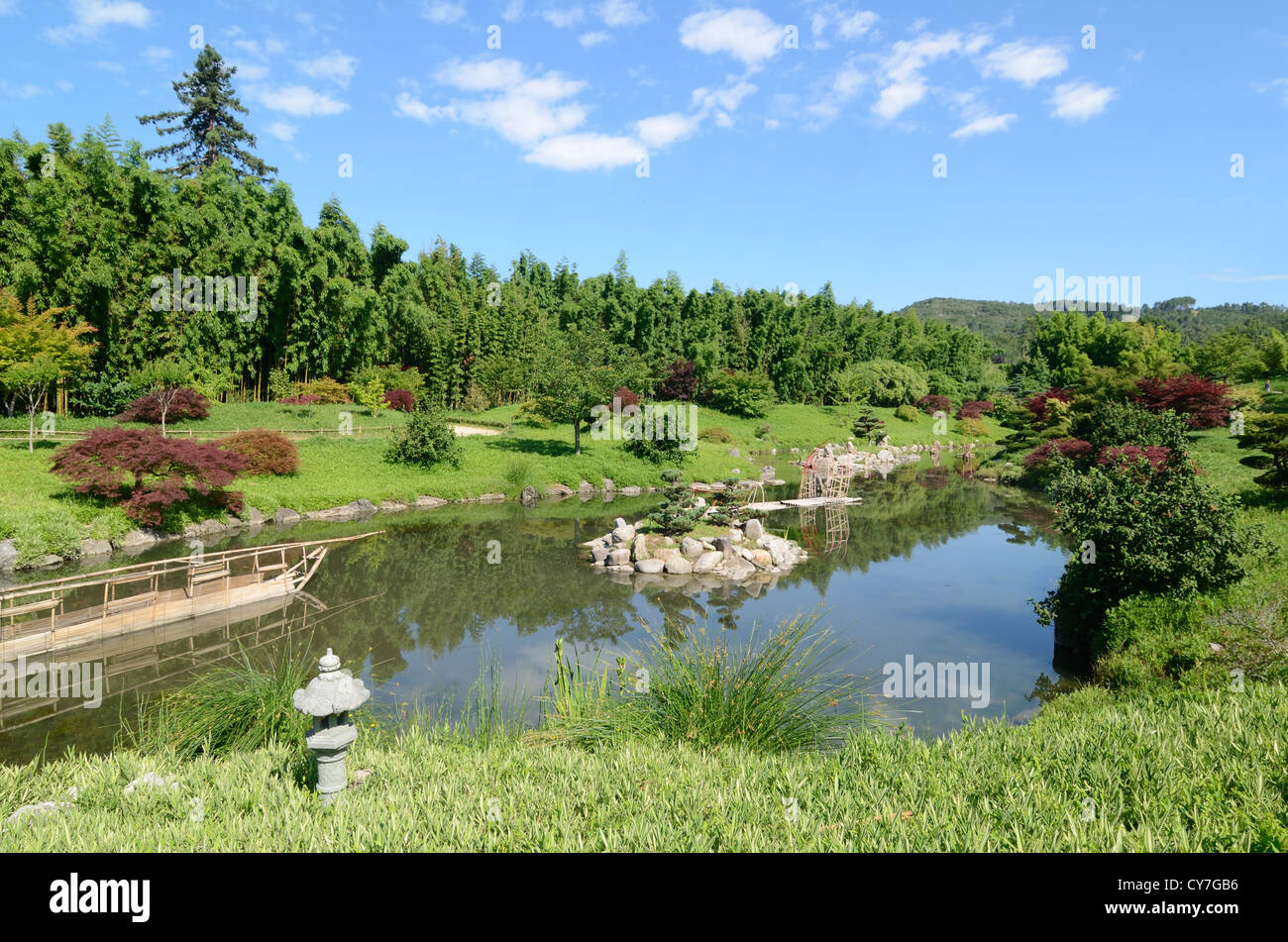 Dragon Valley Japanese Zen Water Garden With Lake Or Pool Stock Photo