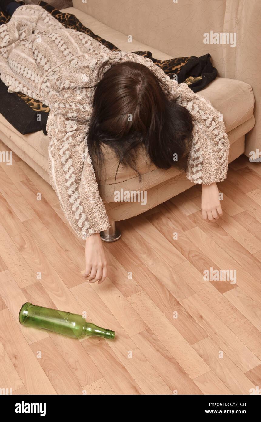 Пьяные валяющиеся девушки 16 фотография