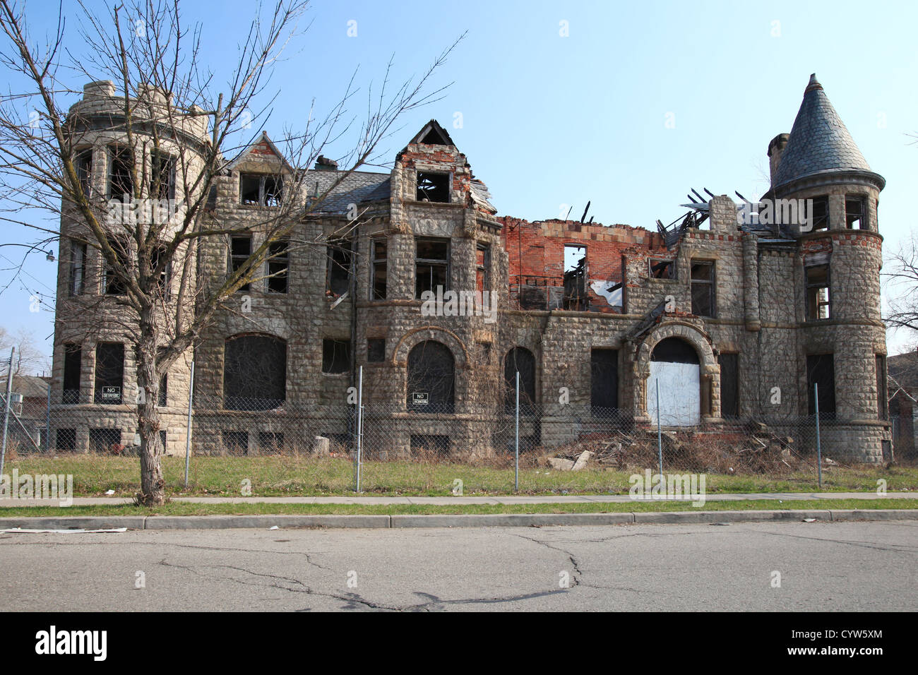 Abandoned residential building in brush park detroit for Building a home in michigan
