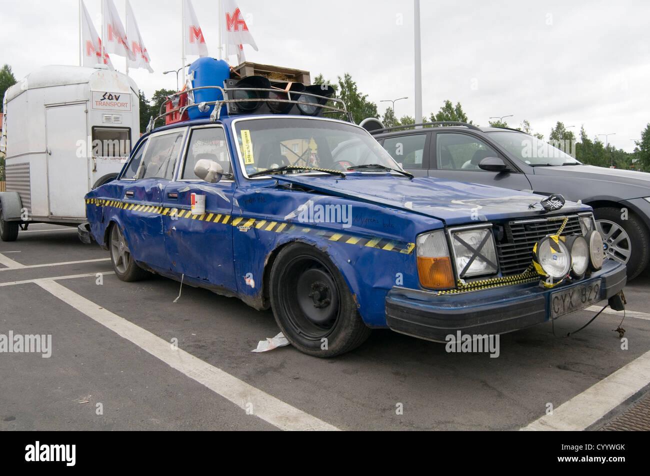 beat up old banger car cars tatty rough knackered junk scrap volvo dent dented smashed up