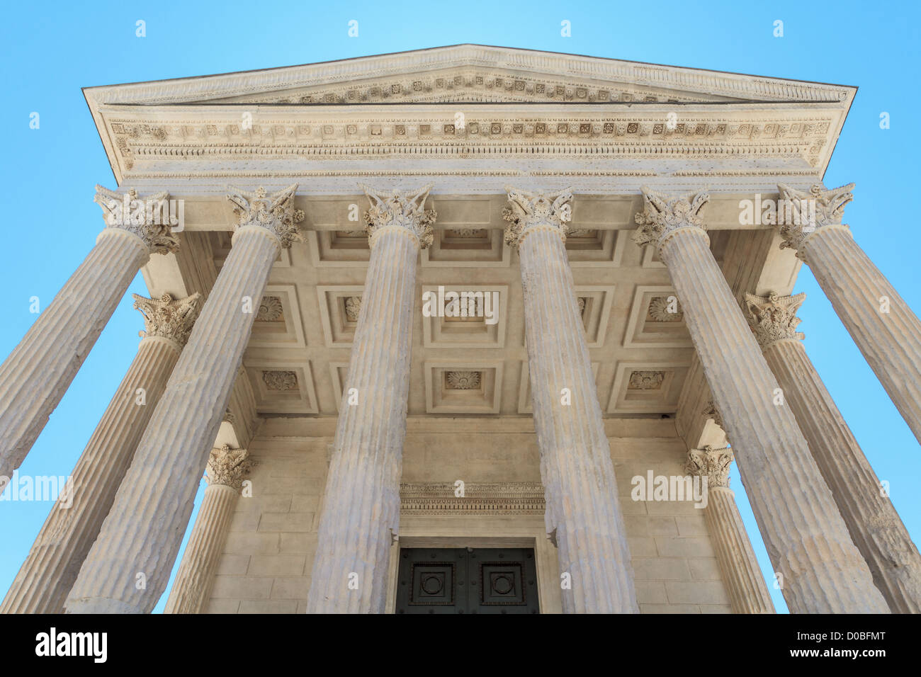 Maison carree a nimes beautiful roman temple maison - Maison carree nimes ...