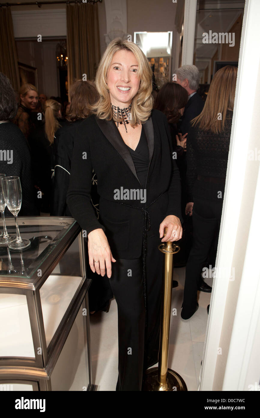 Stock Photo - Susie Coulter (President of The Ralph Lauren retail stores) Ralph Lauren receives the key to New York City at the opening of