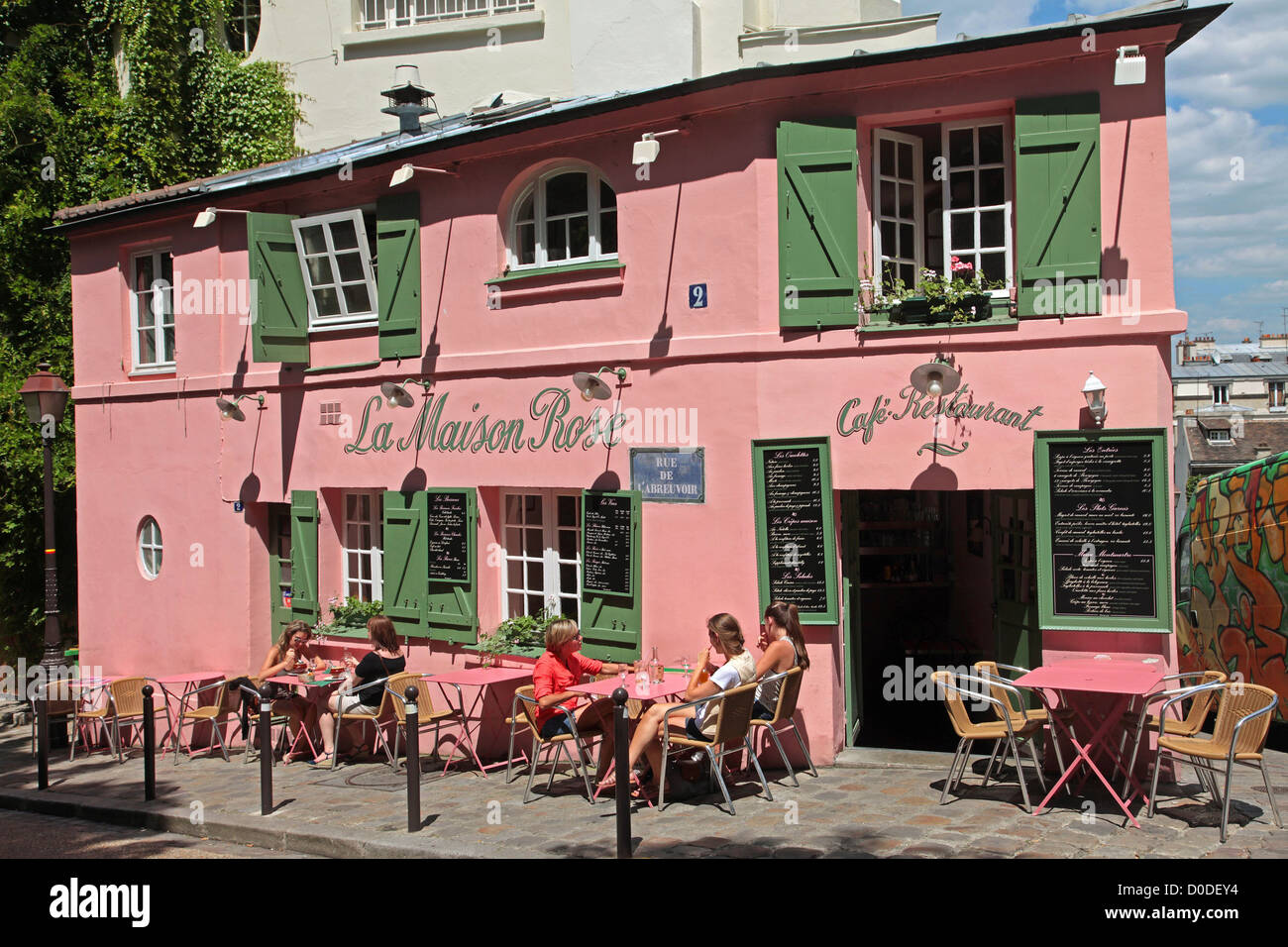The terrace of the maison rose cafe restaurant on the for Le miroir restaurant montmartre