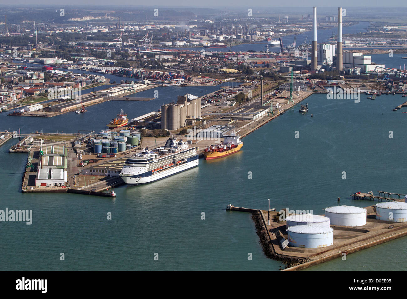aerial view of the big maritime port of le havre cruise and cargo stock photo 51949413 alamy. Black Bedroom Furniture Sets. Home Design Ideas