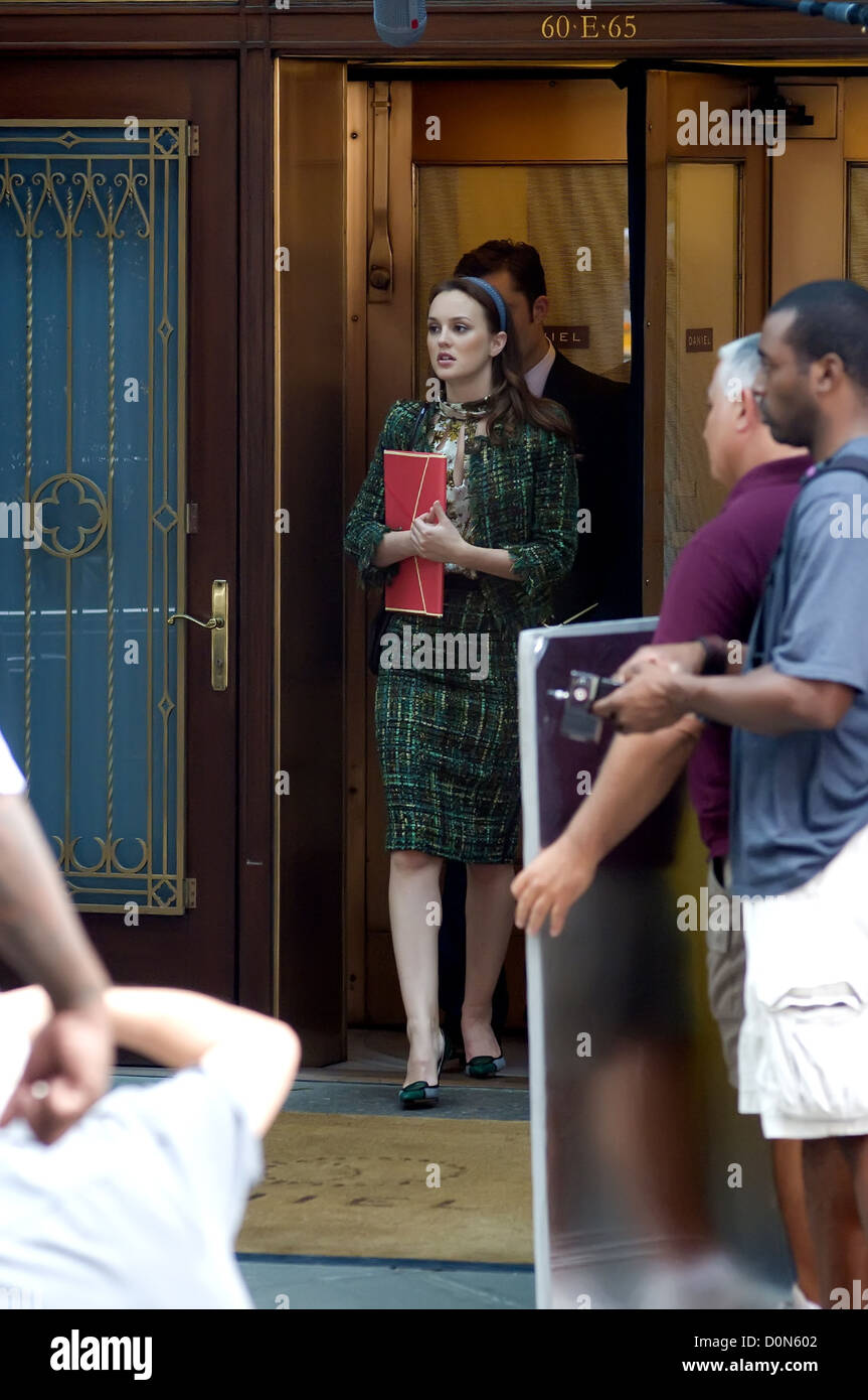 leighton meester and ed westwick on the set of 'gossip girl