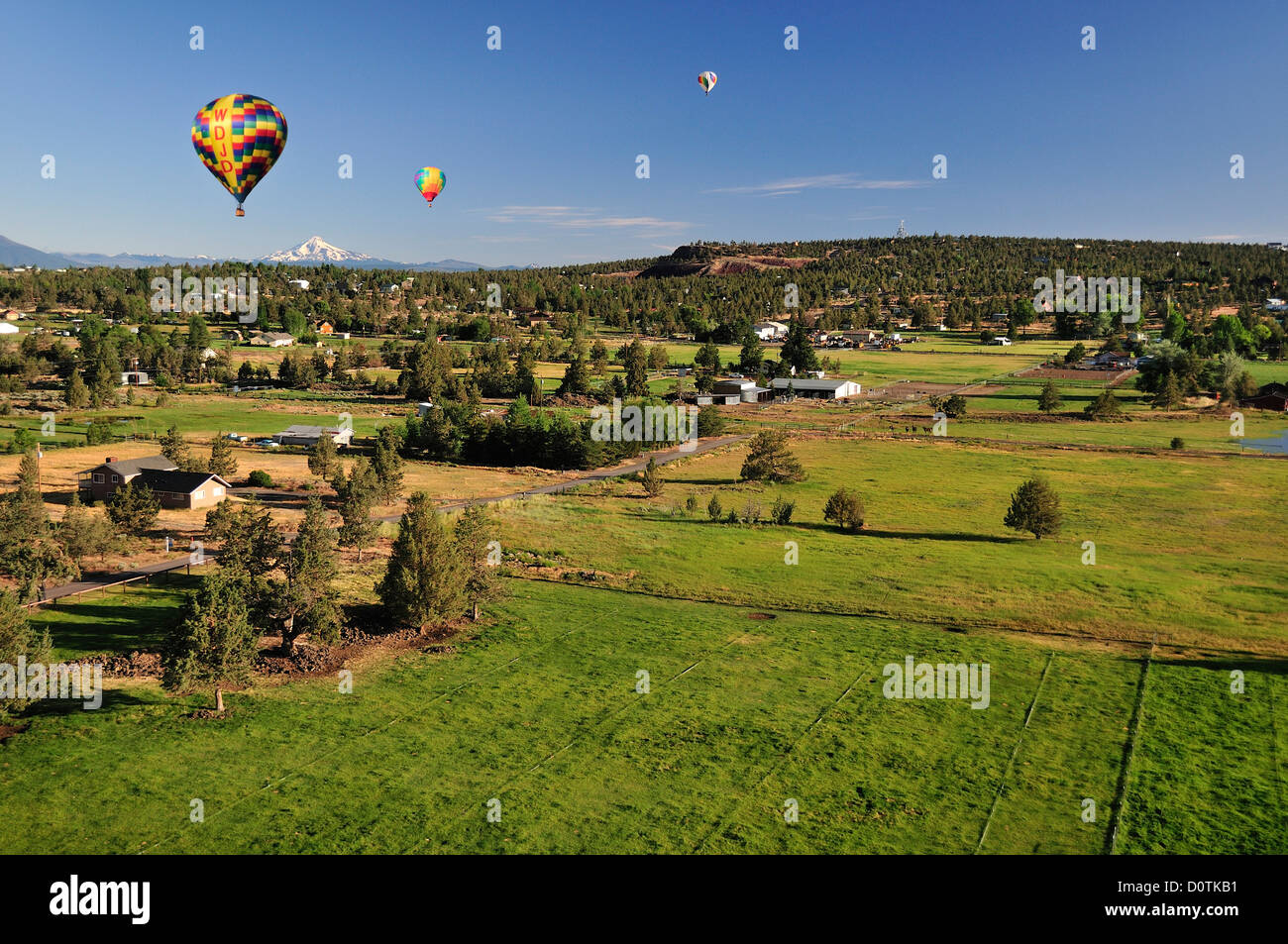 Countryside green pasture mount jefferson balloons Usa countryside pictures