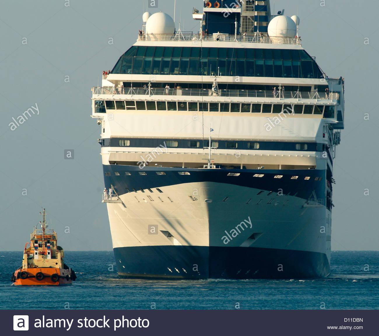 cruise ship size comparison sizes big small huge Stock Photo ...