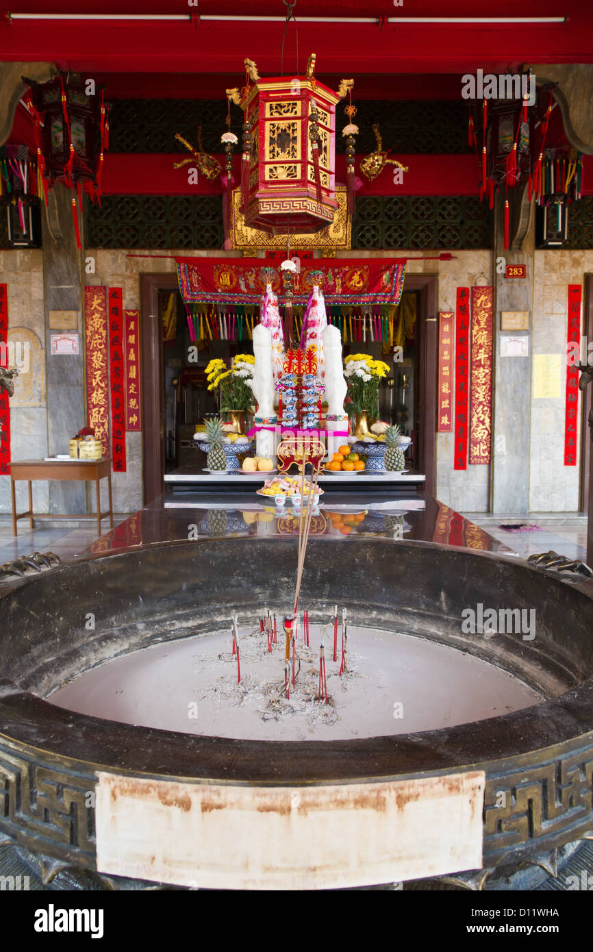 Interior decoration in chinese temple sanjao kwanim teng for Teng yong interior design decoration