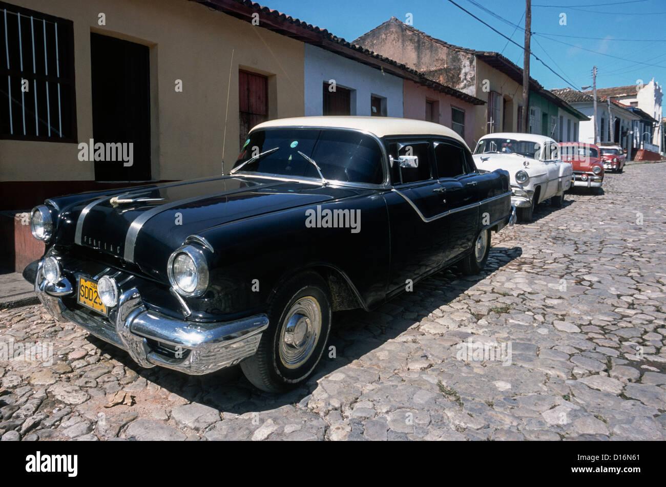 1955 pontiac star chief 4 door sedan in a street of for 1955 pontiac chieftain 4 door