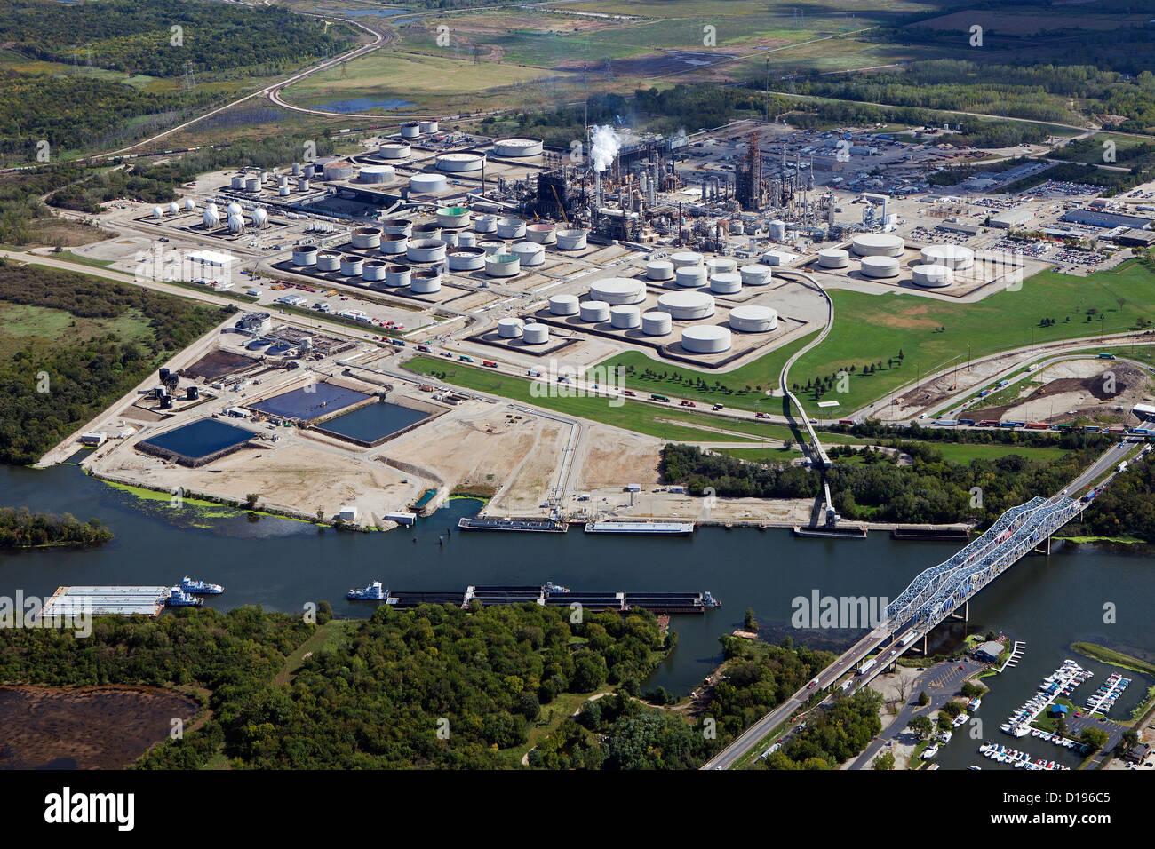 Exxon mobil stock photos exxon mobil stock images alamy aerial photograph exxon mobil refinery joliet channahon illinois stock image buycottarizona Gallery