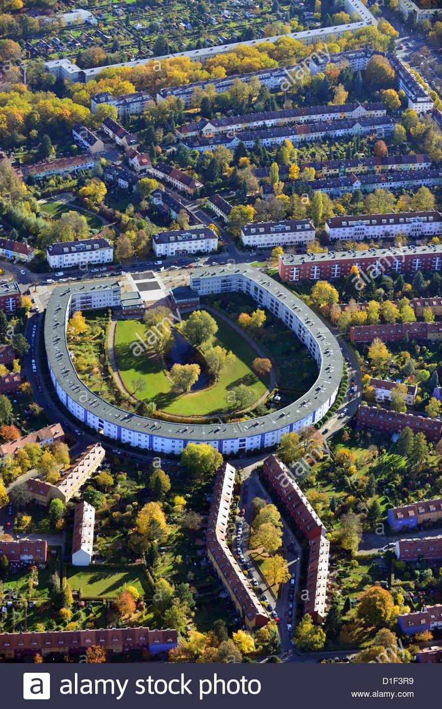 horseshoe-estate-berlin-britz-germany-ae