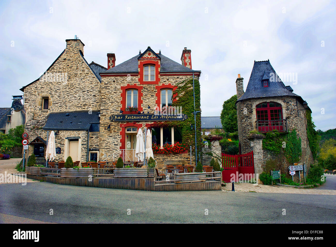 Red Blue Stone : Red white blue stone structures in plancoet france