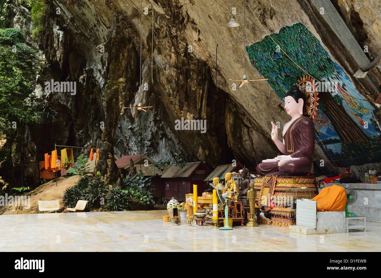 Buddha statue, Tiger Cave Temple (Wat Tham Suea), Krabi ...
