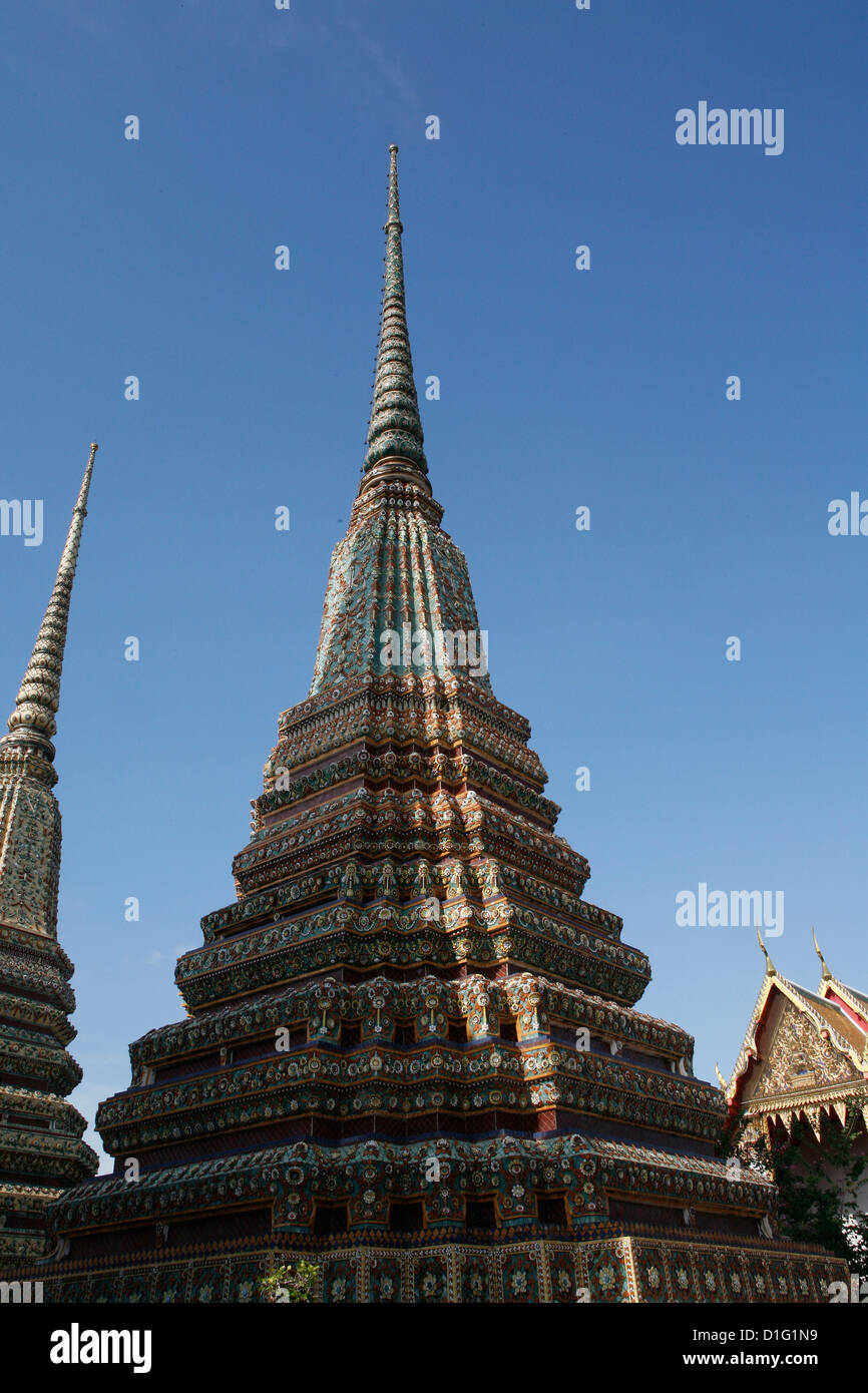 Chedi at Wat Po (Wat Phra Chetuphon), Bangkok, Thailand ...