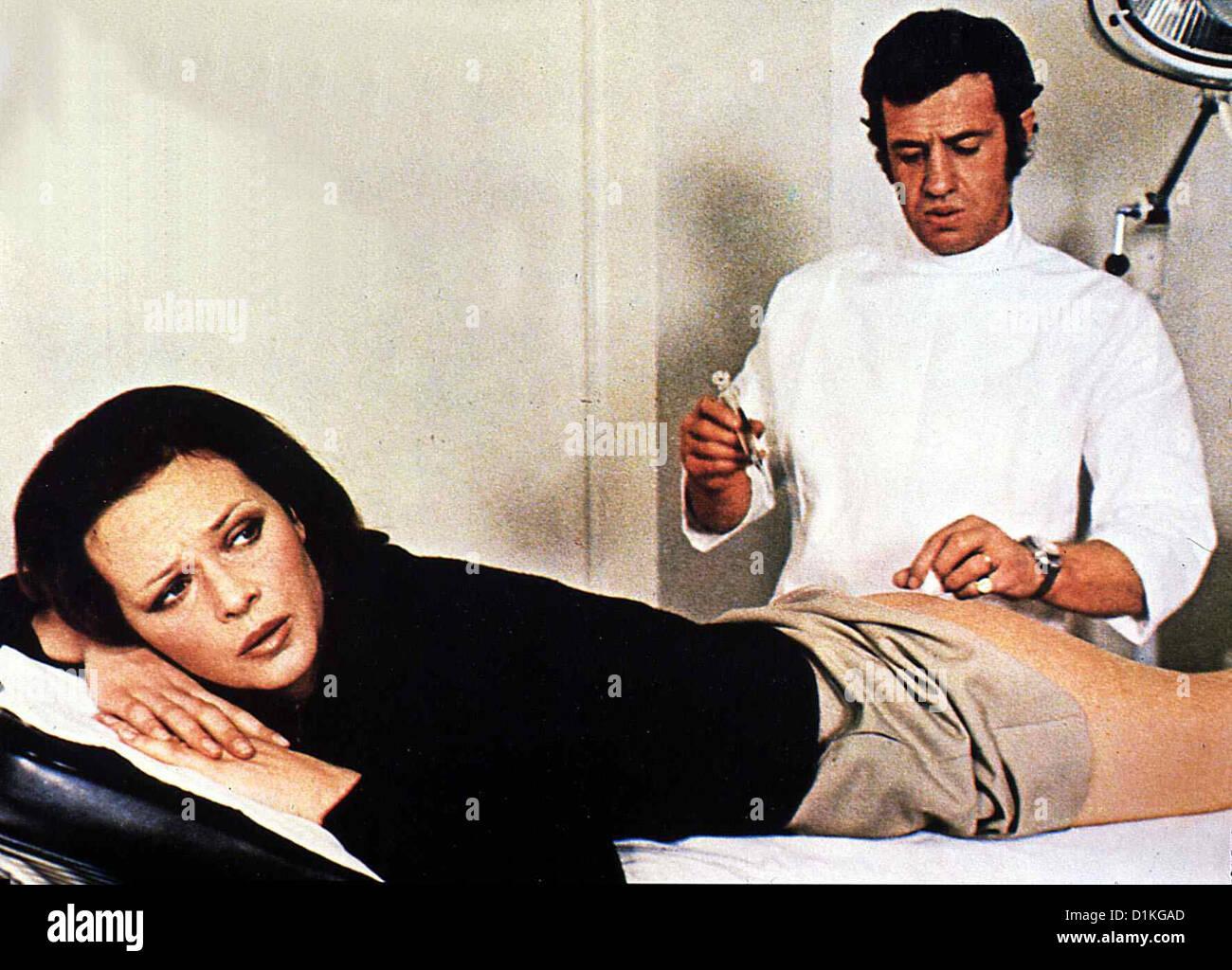 doktor popaul docteur popaul laura antonelli jean paul belmondo stock photo 52675685 alamy. Black Bedroom Furniture Sets. Home Design Ideas
