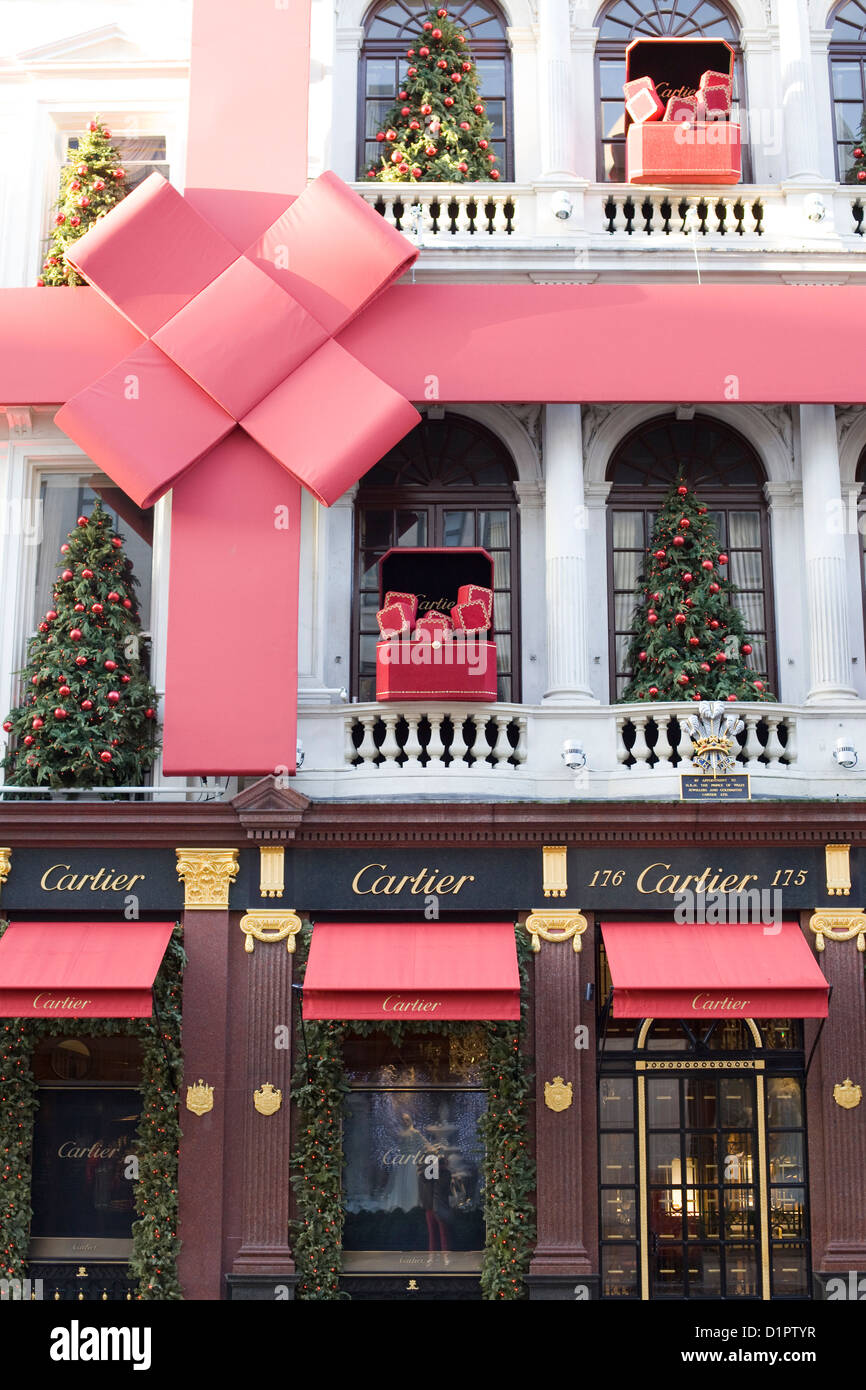 Cartier shop front christmas decorations on the streets of for Salon xmas decorations