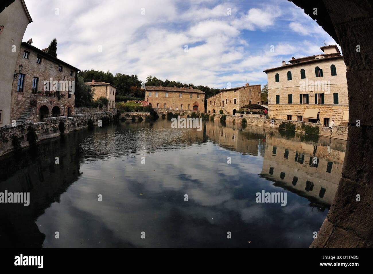Bagno Vignoni, Water Square, Val d'Orcia landscape, Siena, Tuscany ...