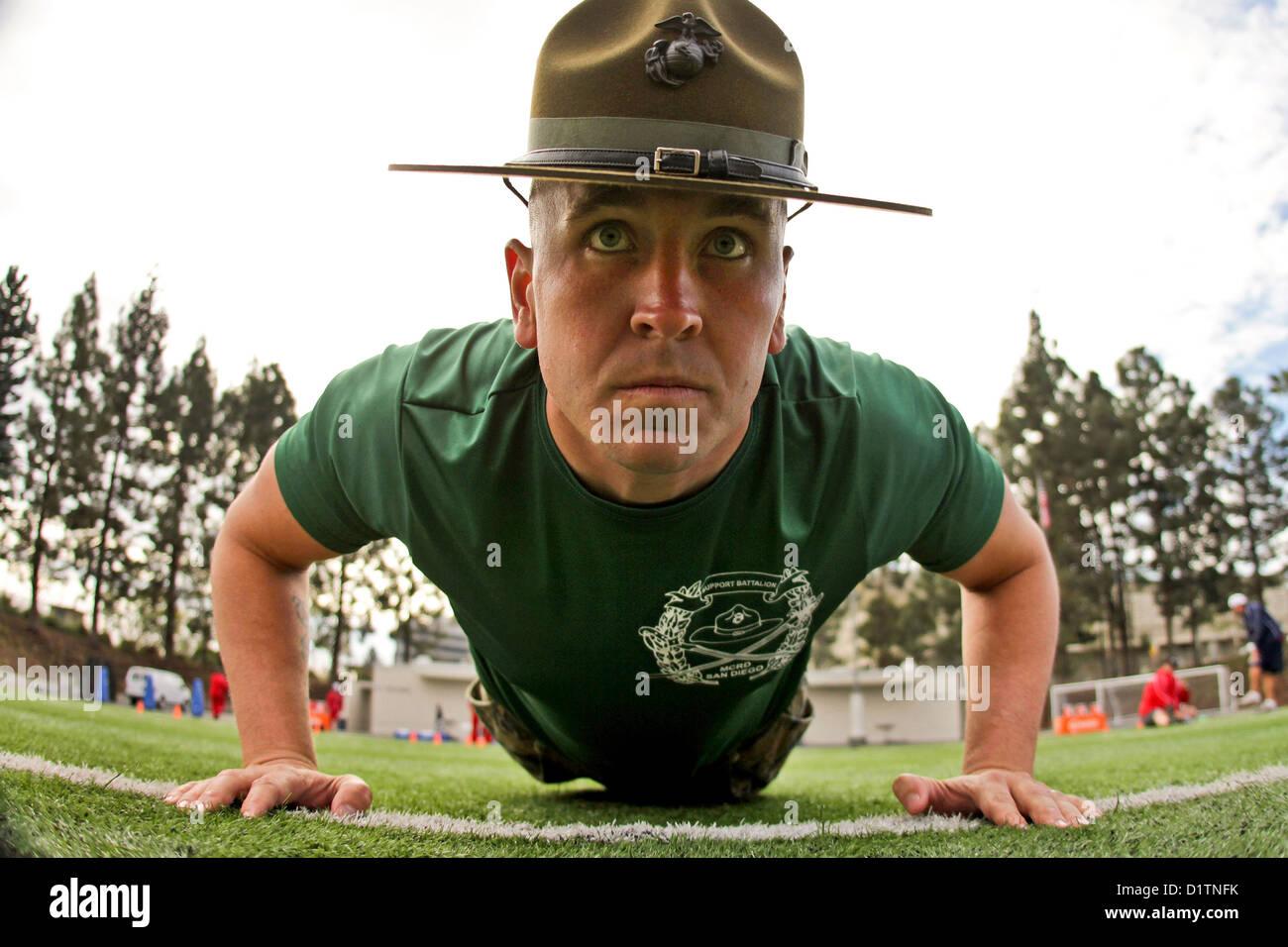 Us Marine Drill Instructor Sgt. Mathew Lee Assumes Push Up ...