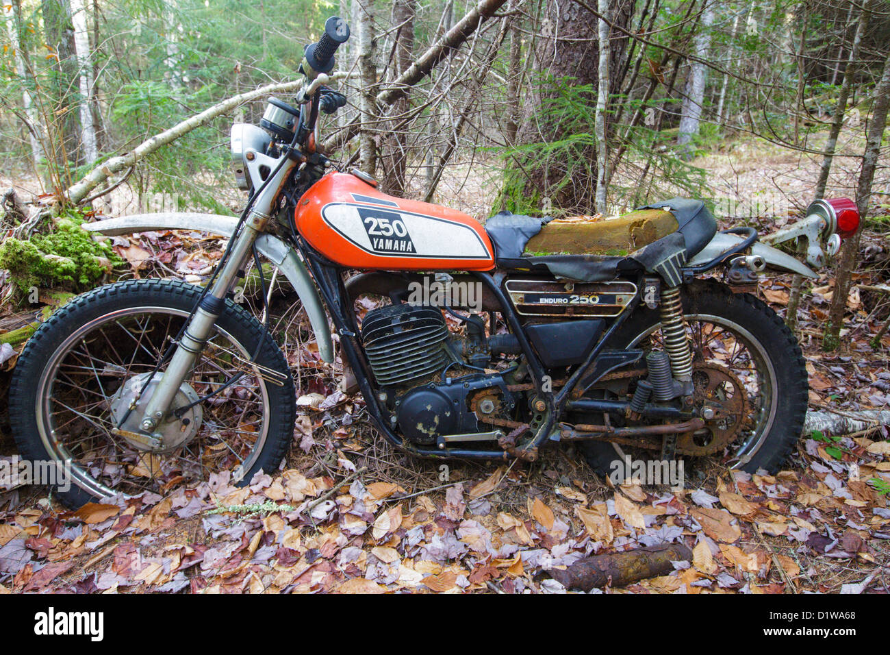 Abandoned yamaha 250 motorcycle near the mt cilley trail for Yamaha motorcycles near me