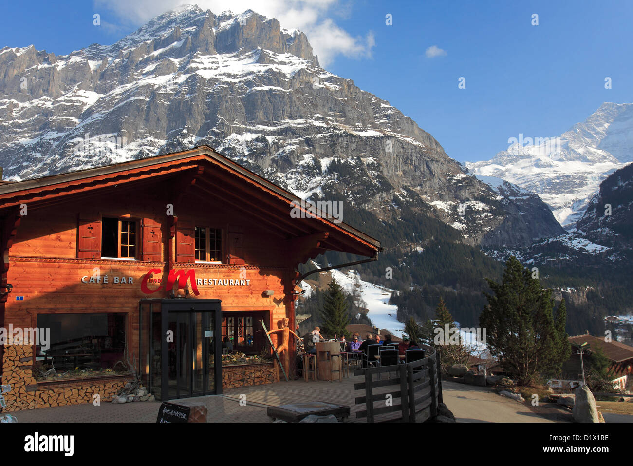 Swiss chalet homes ski resort of grindelwald swiss alps for Swiss homes
