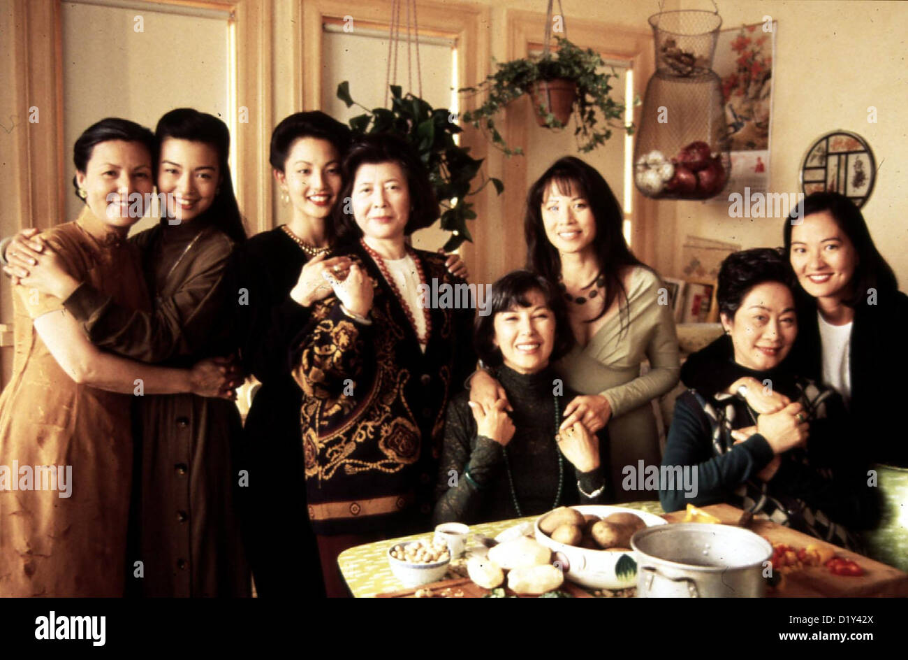 tsai chin stock photos tsai chin stock images  toechter des himmels joy luck club v l kieu chinh ming na wen