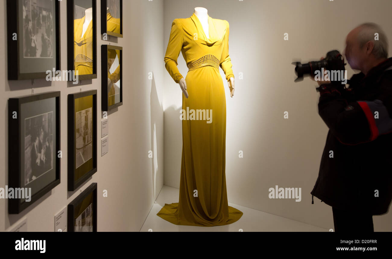 aviator movie iah3  A man photographs a dress worn by Cate Blanchett in the movie 'Aviator'  exhibited