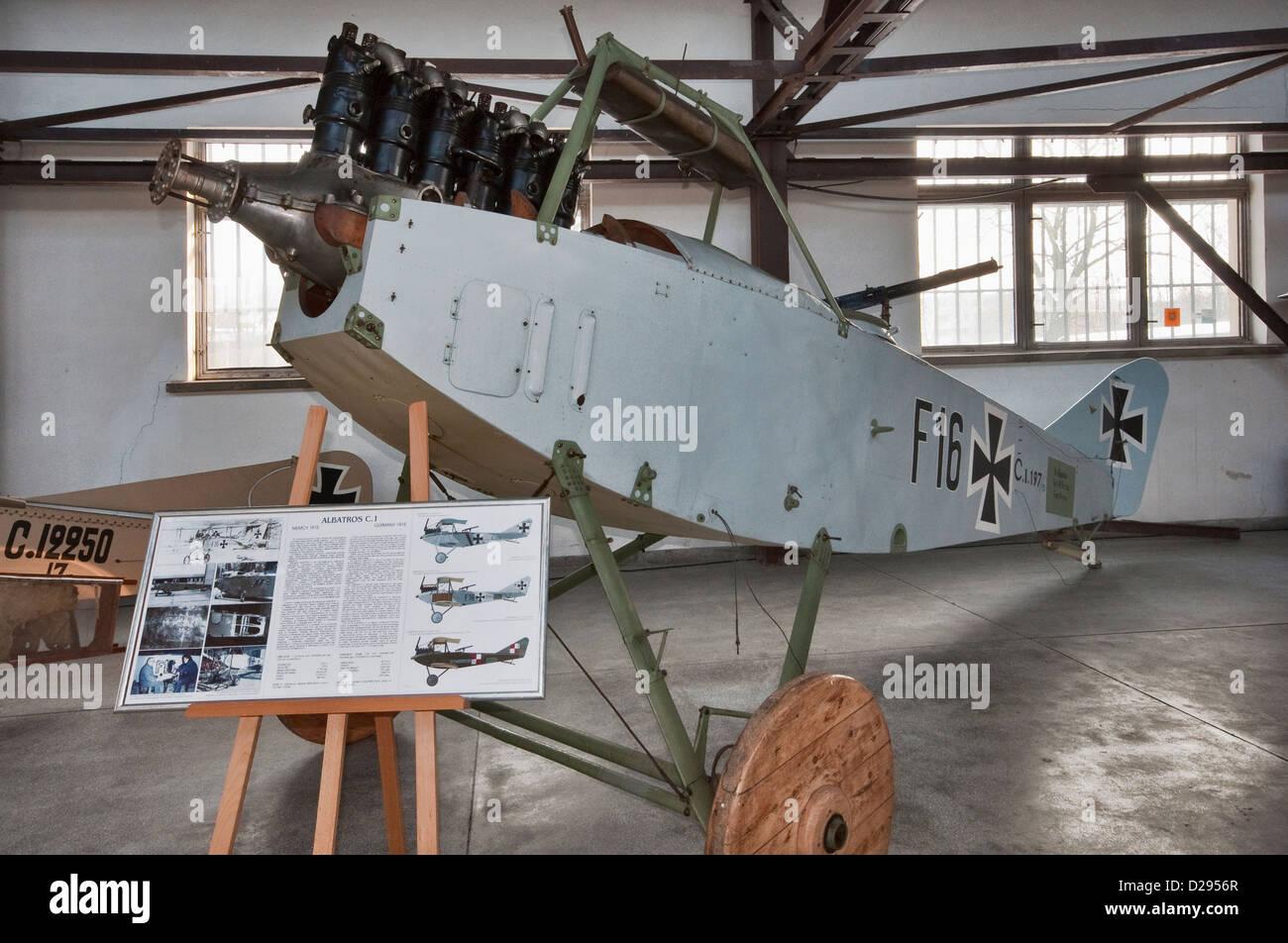Au sujet des teintes de vernis des avions allemands 1914/1916 Fuselage-of-1915-albatros-ci-ww1-german-fighter-biplane-polish-aviation-D2956R