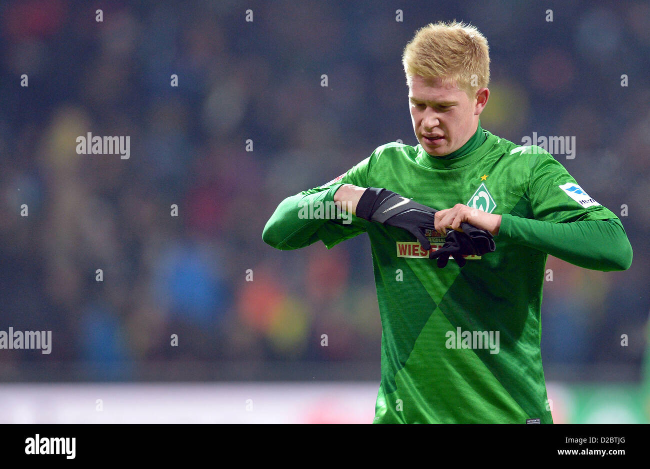 Bremen's Kevin De Bruyne Takes Off His Gloves As He Walks