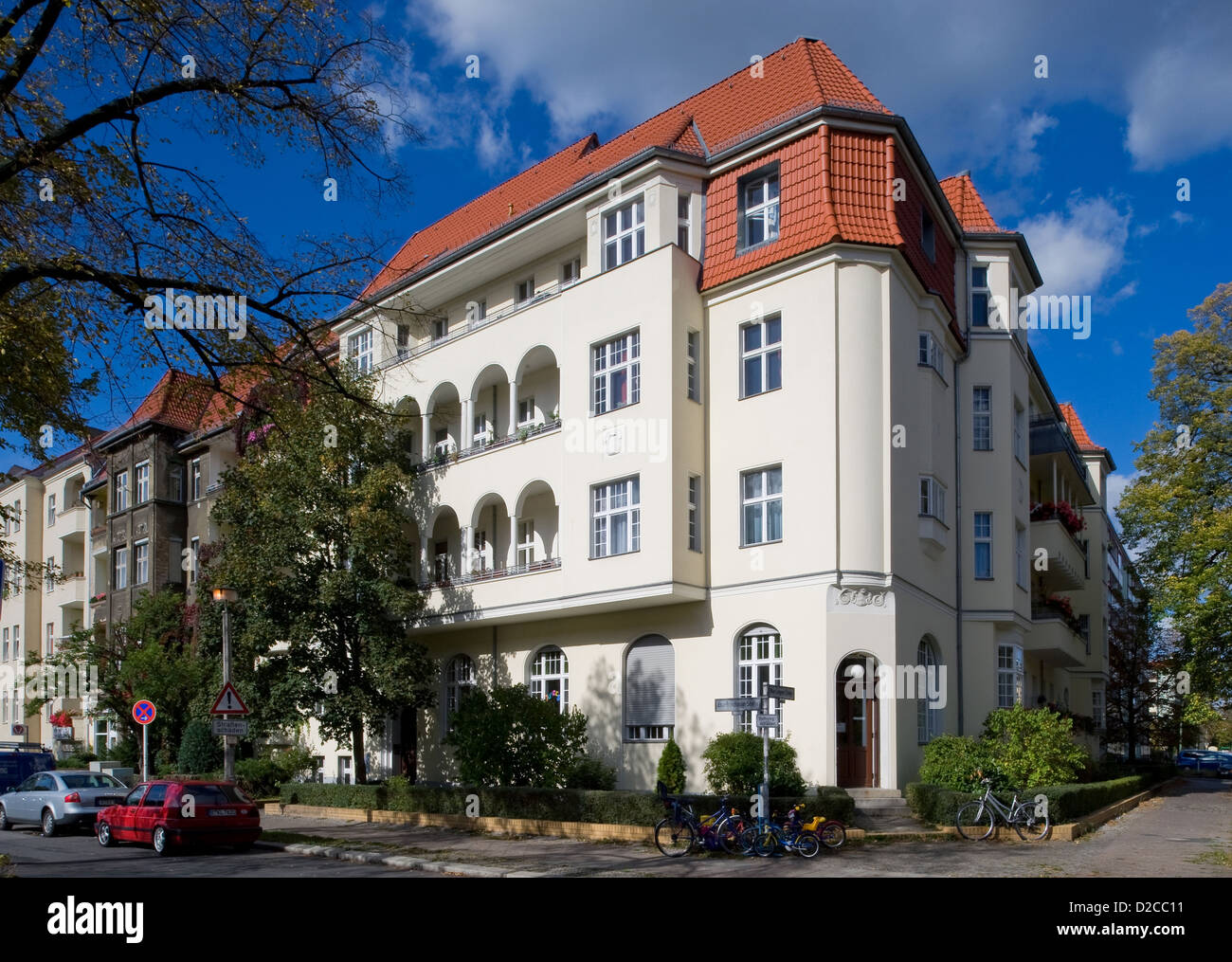 berlin germany renovated old buildings in berlin pankow. Black Bedroom Furniture Sets. Home Design Ideas
