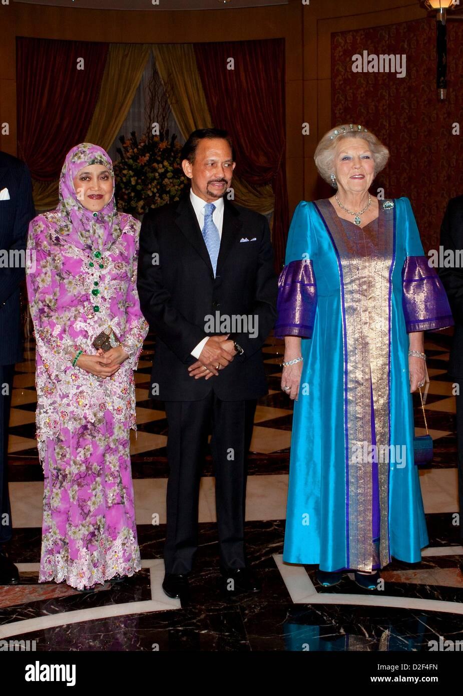 Dutch Queen Beatrix, Sultan Haji Hassanal Bolkiah and his ...