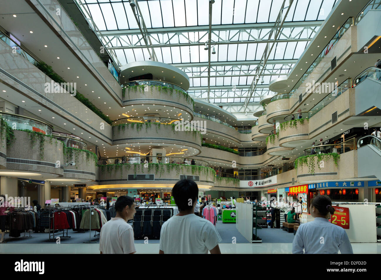 Shenzhen china shopping mall in the city center of for Shopping in cina