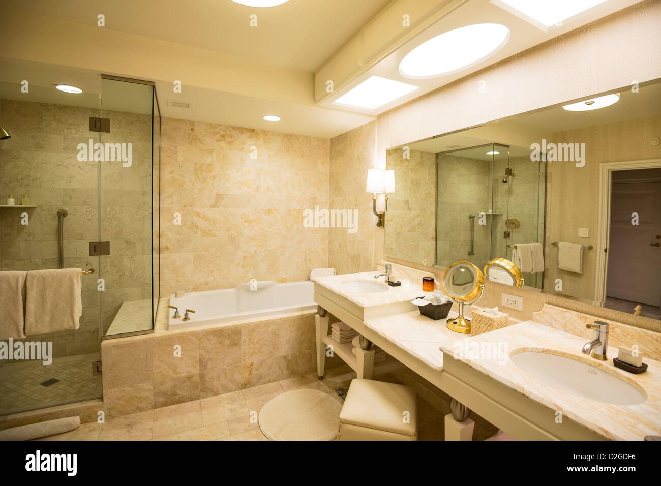 En Suite Bathrooms At The Cancun Resort In Las Vegas: Luxurious Bathroom In A Wynn Hotel Room In Las Vegas Stock