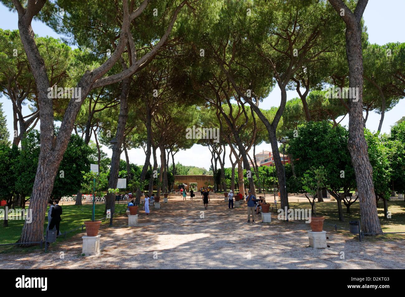 Aventino rome tourists walking through the shady oasis giardino stock photo royalty free - Giardino degli aranci frattamaggiore ...