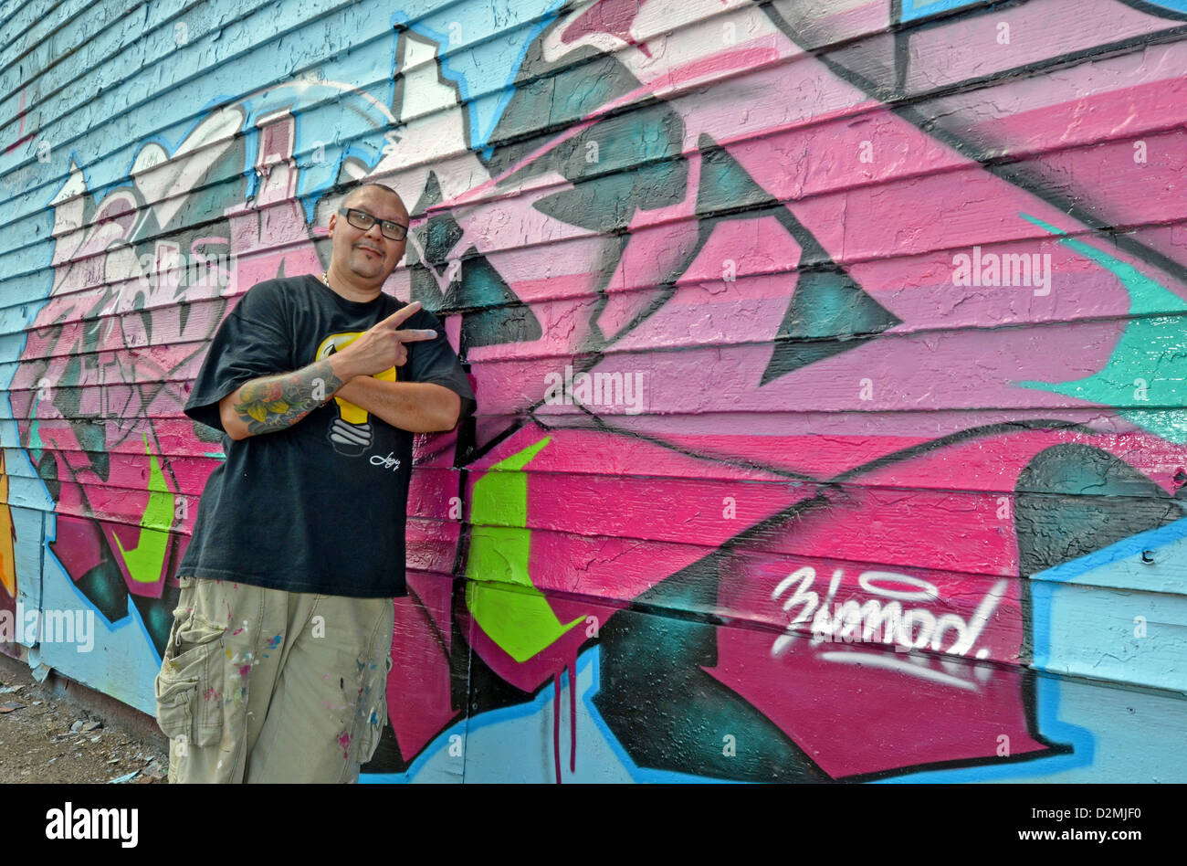 Graffiti wall in queens ny - Graffiti Artist Luis Zimad Lamboy In Front Of One Of His Walls At 5 Pointz In