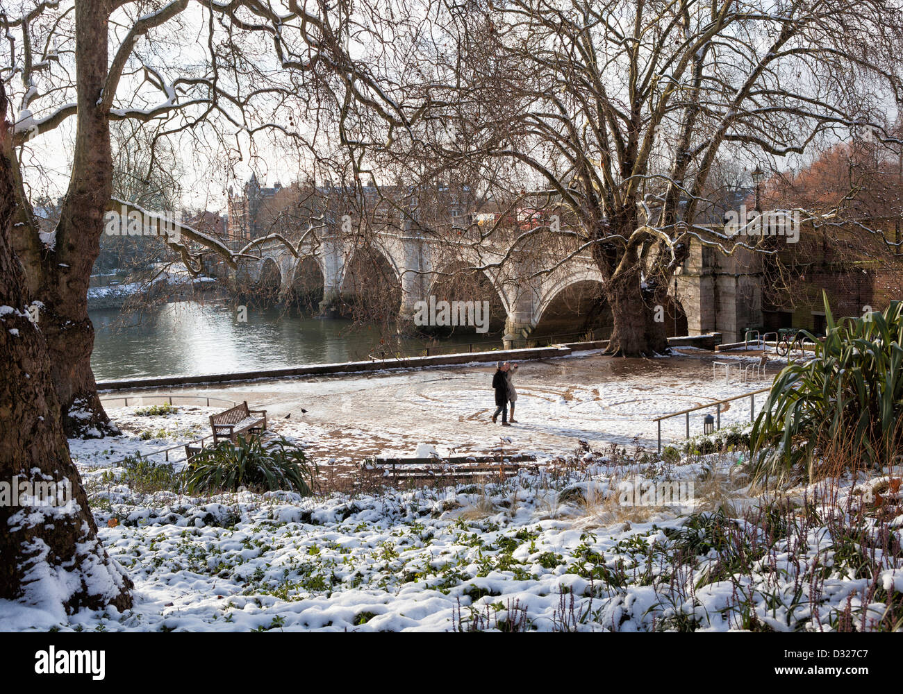 Richmond bridge over river thames plane trees and snow covered richmond bridge over river thames plane trees and snow covered garden of tide tables cafe in winterrichmond upon thames greater london uk nvjuhfo Choice Image