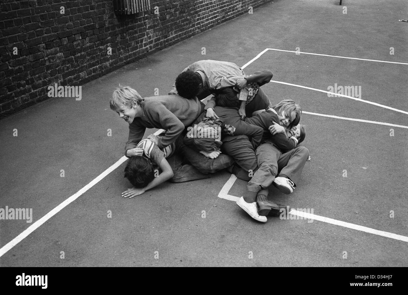 children fighting at school - photo #32