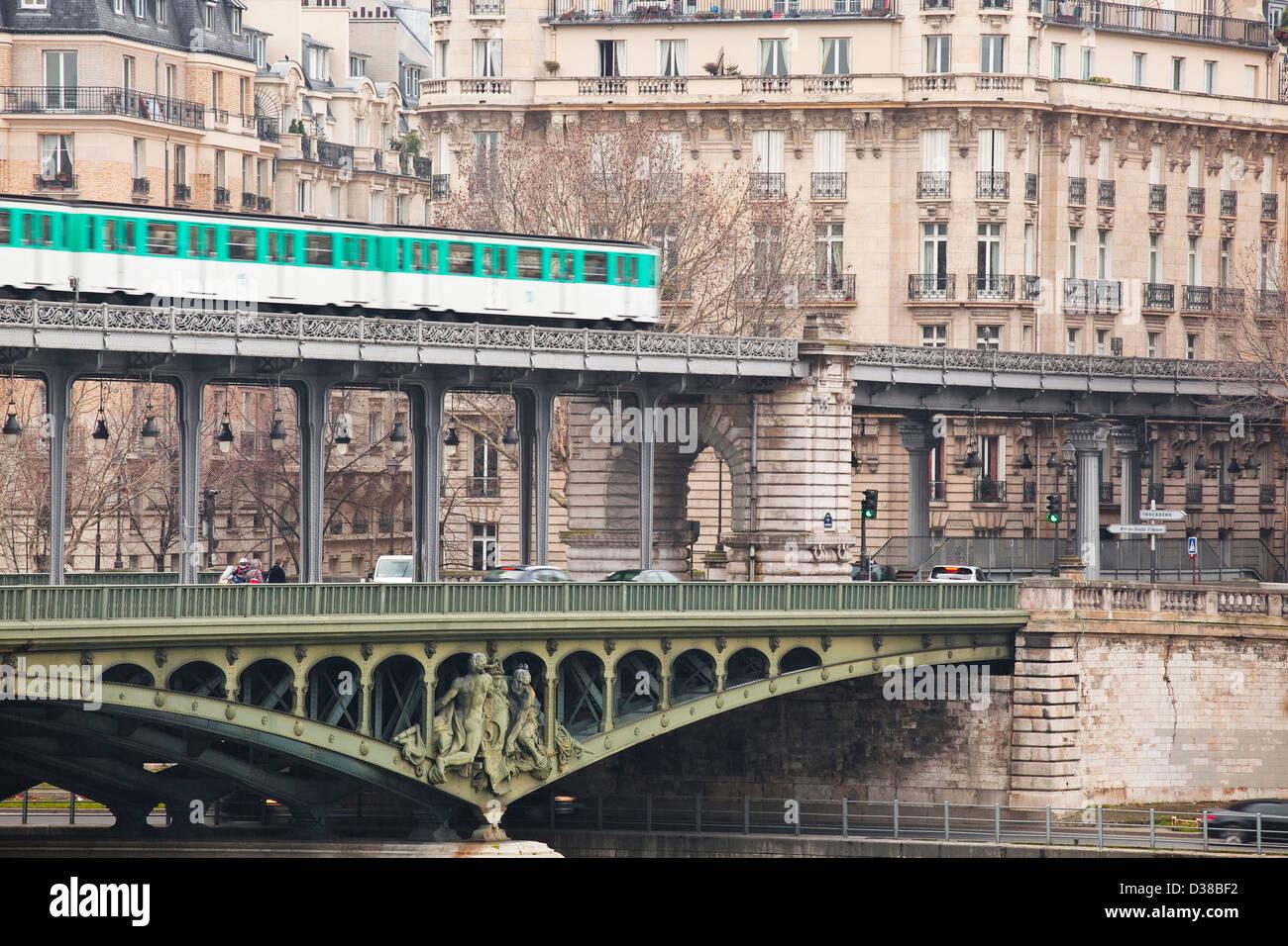 métro bir hakeim