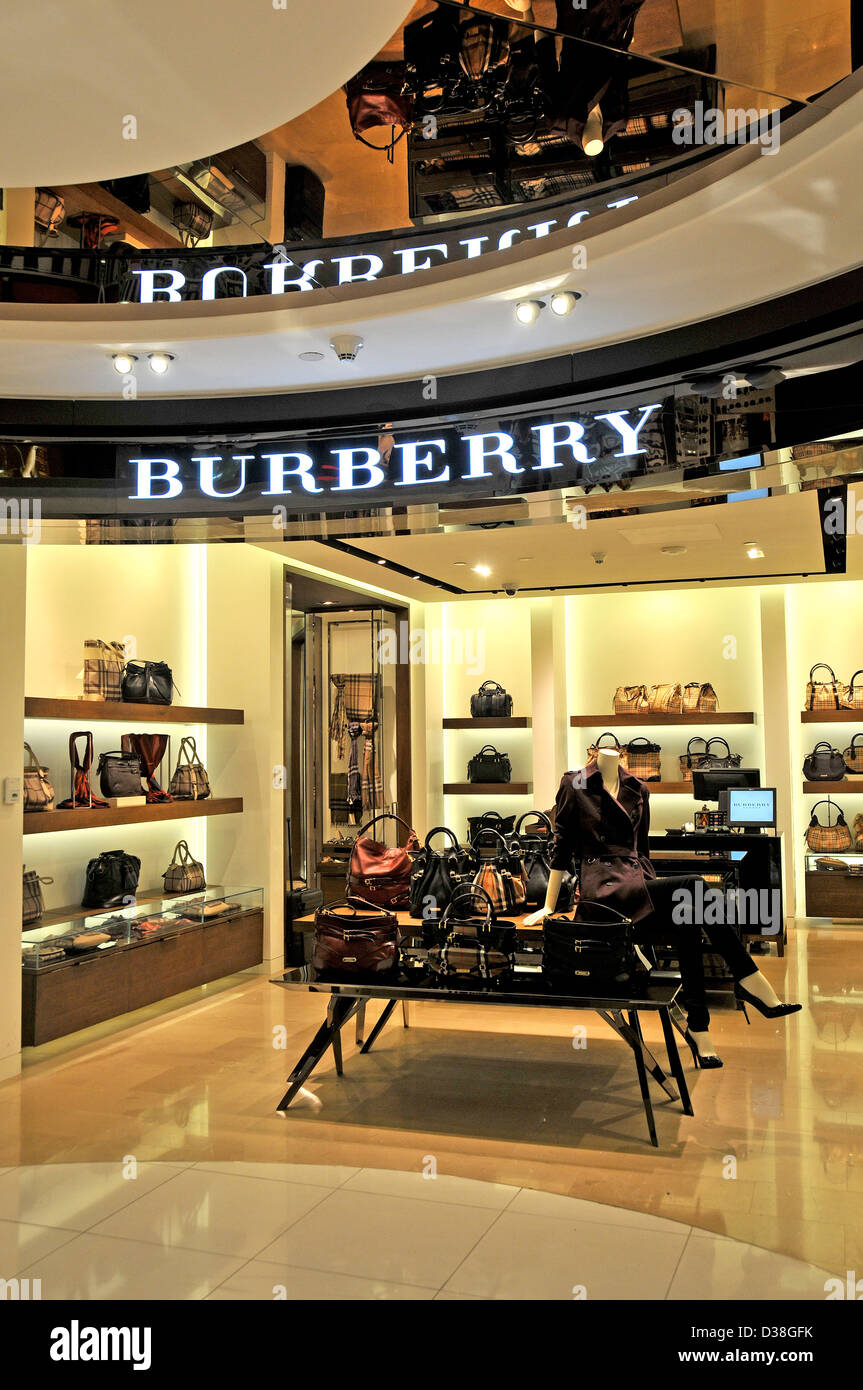 burberry boutique duty free shop abu dhabi international airport stock photo royalty free image. Black Bedroom Furniture Sets. Home Design Ideas