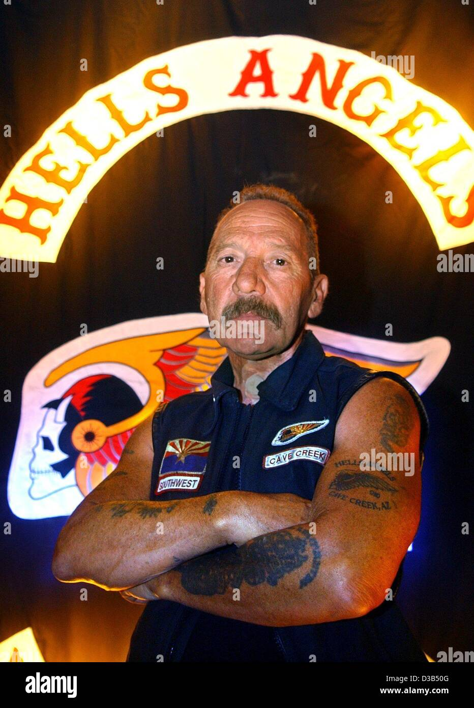 hells angles mc essays Hells angels motorcycle club kevin nelson ivy tech community college 4/15/15  for many motorists, it's the norm to feel fear when a swarm of burly guys with.