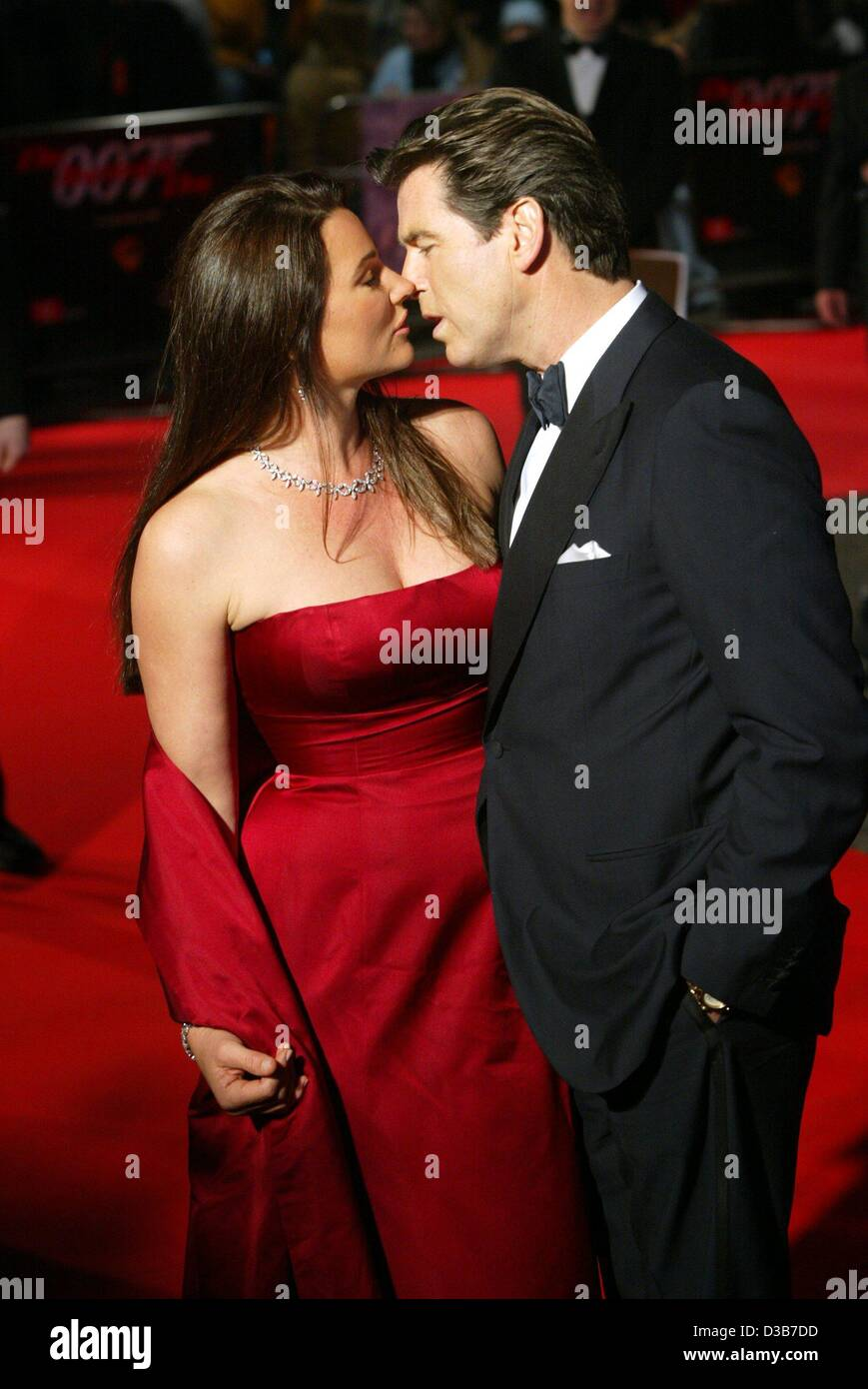 Dpa Irish Actor Pierce Brosnan Is Kissing His Wife