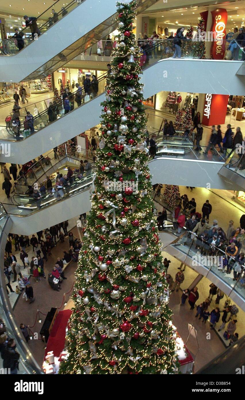 dpa the richly decorated christmas tree in a shopping mall in kassel - Christmas Tree Prices
