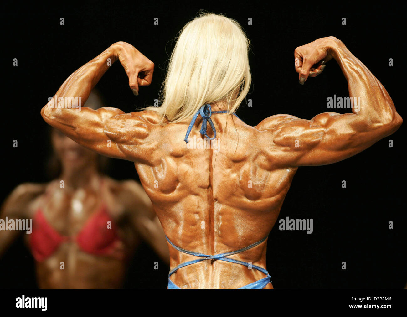 (dpa) - Female participants in the heavyweight competition ...