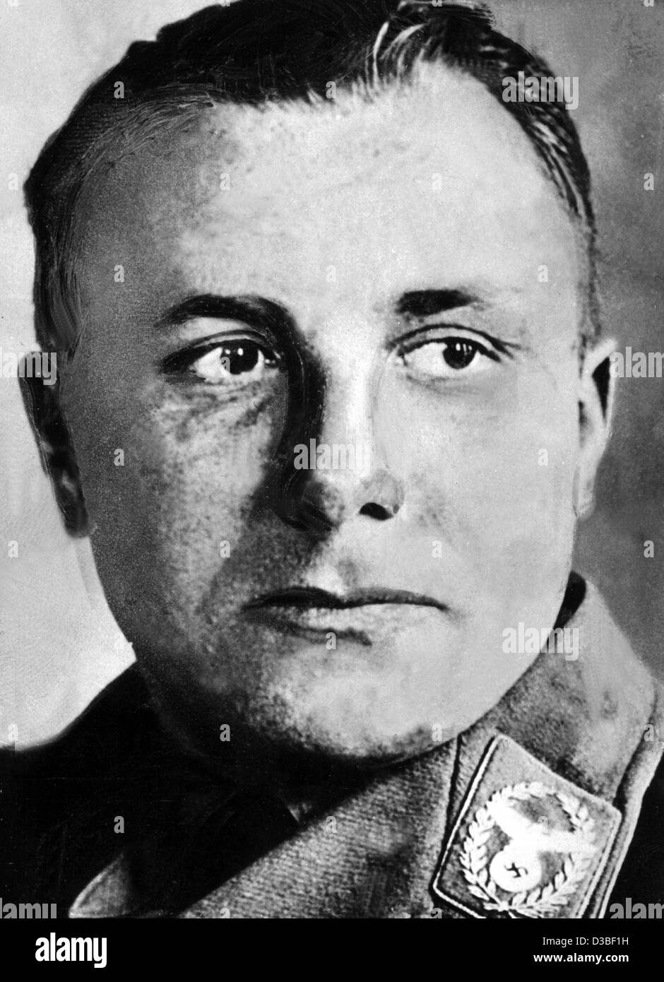 martin bormann Paul manning had the journalistic skill and personal investment to write one of the seminal books of twentieth century history, martin bormann: nazi in exile, as a chilling thriller that reads like a robert ludlam novel.