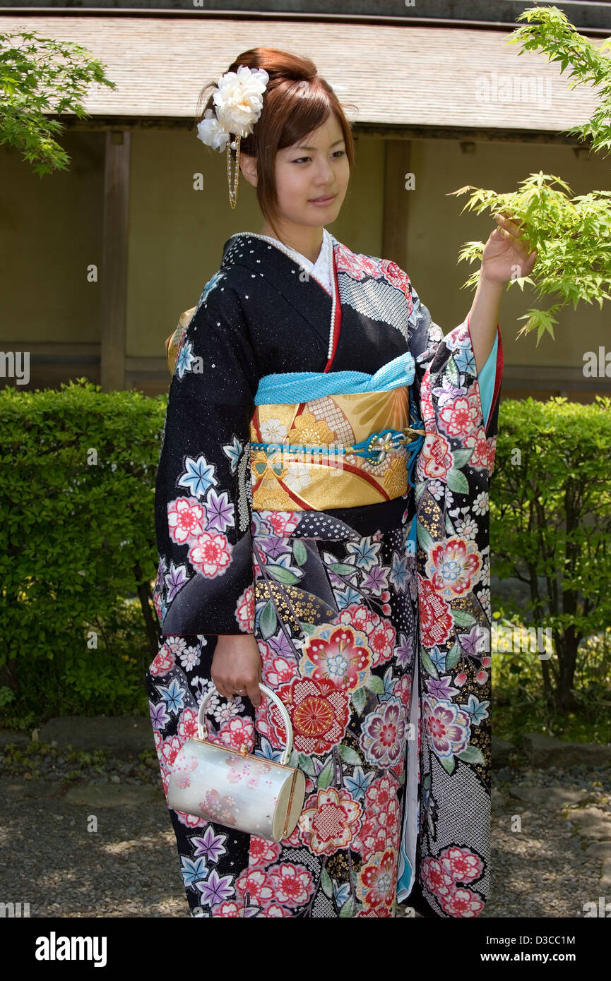 japanese girl wearing kimono - photo #45