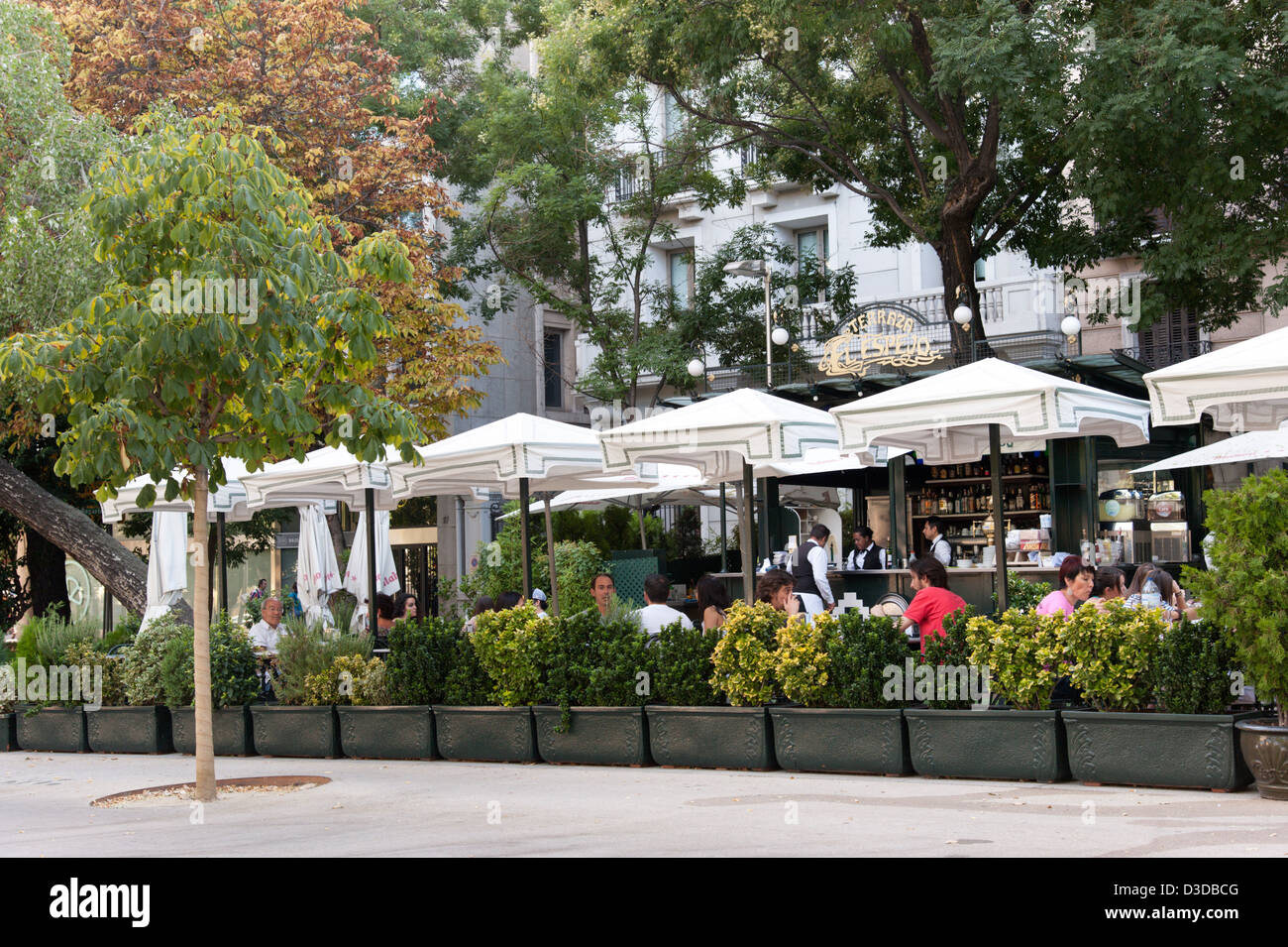 El espejo restaurant on paseo de recoletos madrid spain for Cafe el jardin madrid