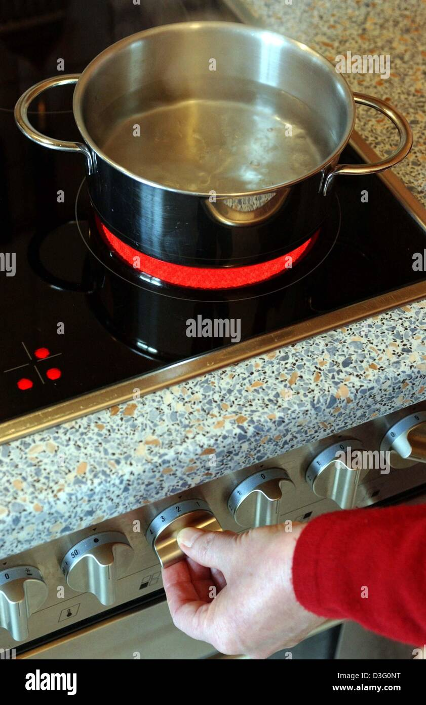 dpa) - Water boils in a pot on an electric stove with a red ...