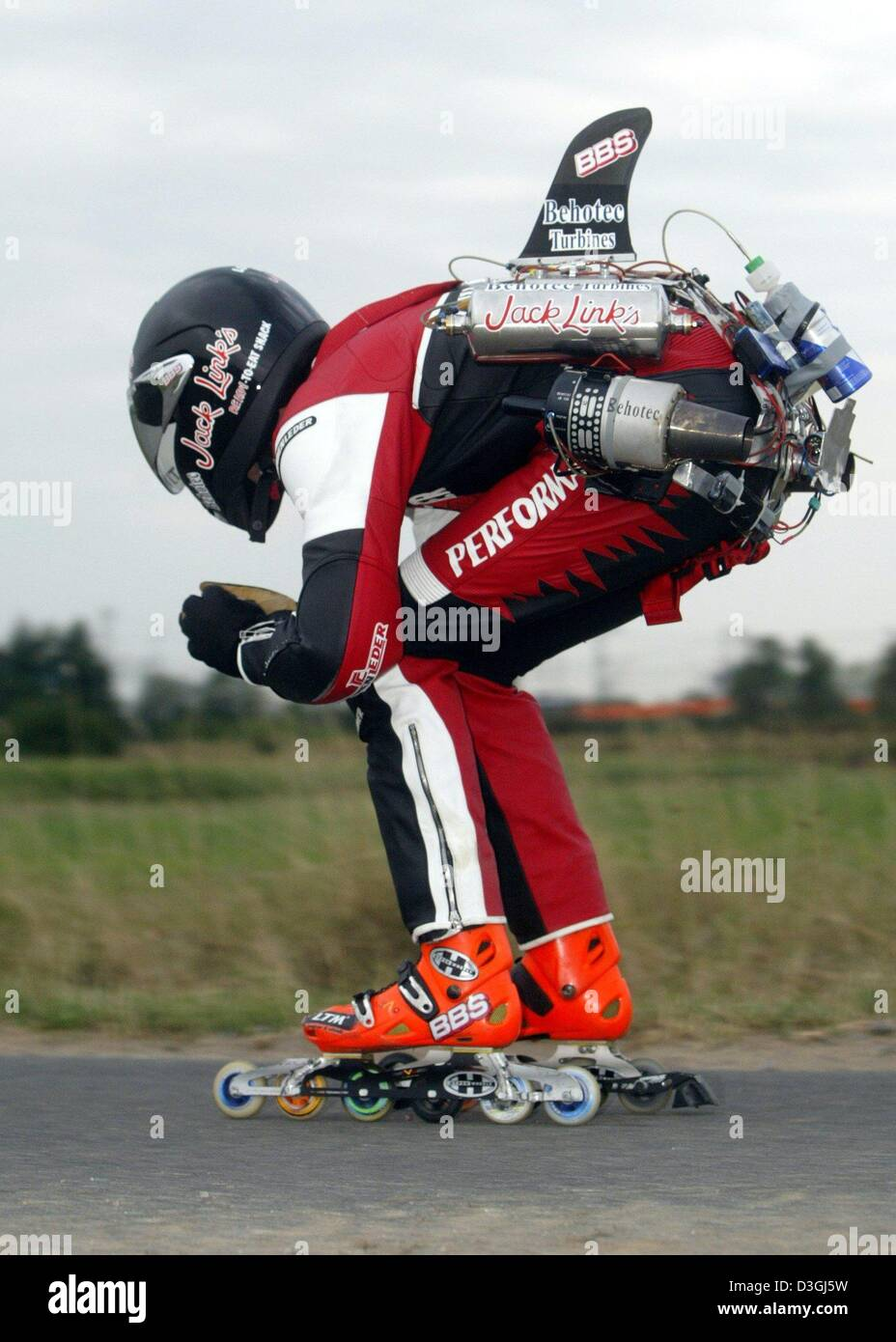 Roller skate xtreme -  Dpa German Extreme Skater Dirk Auer Reaches Unthinkable Speeds With His Jet Powered